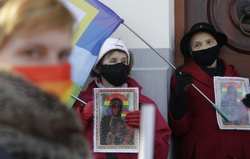 POLAND: Polish court acquits activists who put LGBT rainbow on icon