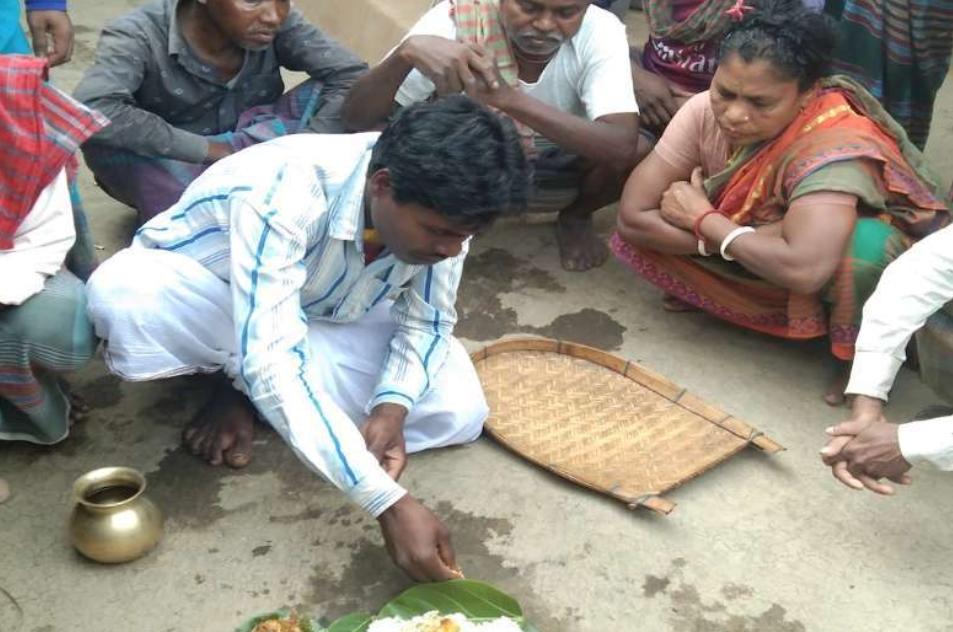 BANGLADESH: Scores of indigenous Santal converts to Catholicism return to ancestral Sarna faith