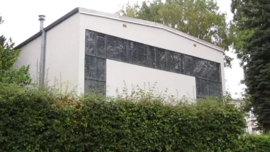 FRANCE: Protestant church set on fire, Minister Darmanin reacts